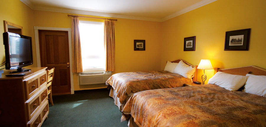 canada_fernie_park_place_lodge_bedroom.jpg